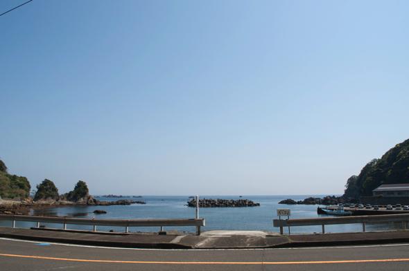 photo1 お店の前から駿河湾を一望できる。ここから見える朝日がとても綺麗なんだとか