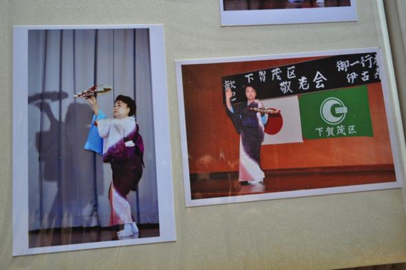 日本舞踊を披露する範子さん。