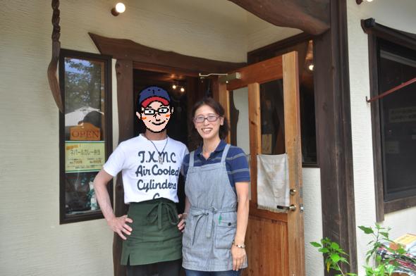 お店を営む垣見さんご夫婦。店長の宣子さんが接客を担当。マスターが料理を作る(照れられたので名前と顔は伏せています)