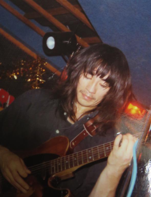 バンドマンだった頃のきくちゃん。ギタリストだった。きくちゃんは25歳の時に脱退したが、今もこのバンドは活動を続けているそう