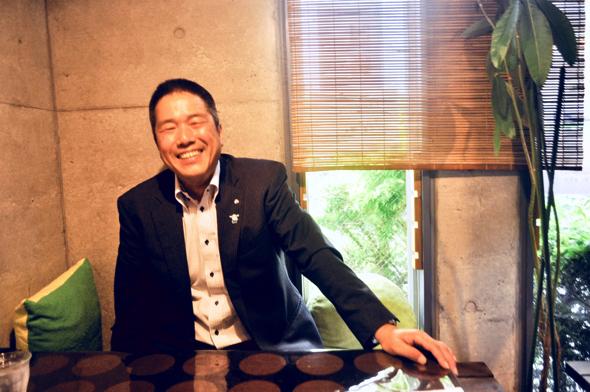 "photo:現在(2018年)町長の岡部克仁さん。ニ条地区の出身(地元の同級生、先輩方からは""かっちゃん""と呼ばれている)。高校時代は陸上部に所属。この日はロコモコを注文"