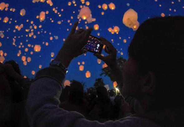 photo:写真はイメージ(商工会青年部FaceBookより抜粋)。当日は最大450個のランタンが夜空を舞う