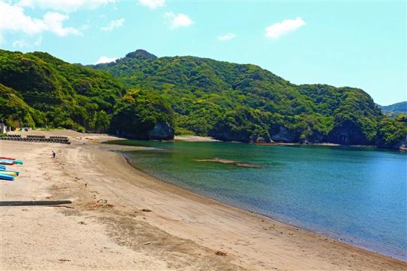 「ここはもっときれいな海だったんだ」と杉原さん。・・・今も十分きれいだと思うけど。