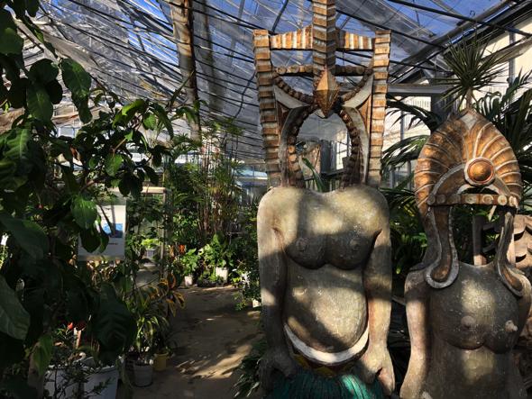 顔出しパネル。これも広さんが作らせたのだとか。「顔パネルの先駆けですよ」と広和さん。石で彫ってある!!!!クオリティがすごい。