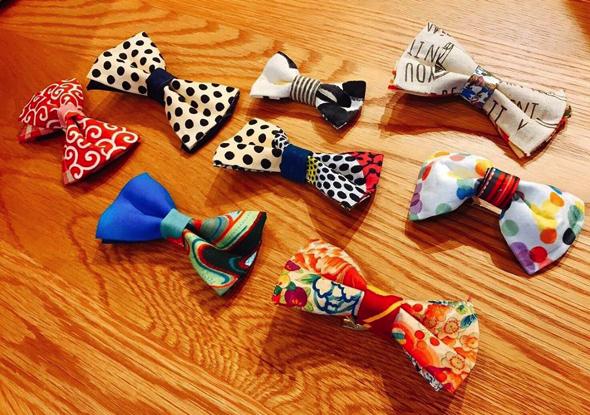 こちらで準備したハギレを使い、オリジナル蝶ネクタイを作ります。※着なくなった衣服をハギレに持ってきてもOK!
