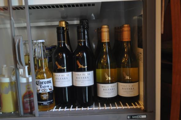 photo:Timeはイタリアン料理なのでワインもある(焼酎もある)。でも土屋さんはお酒が飲めないそう。意外!