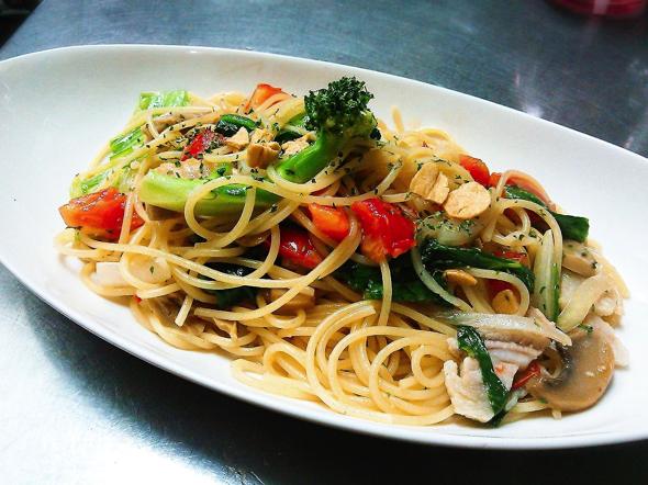チキンと野菜のペペロンチーノ