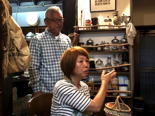ゆっこさん。10年前にパートナーのたかちゃん(左)と南伊豆に古民家を購入。現在は東京と南伊豆を行き来。5年前にお店を通じてトニーさんたちと出会った。