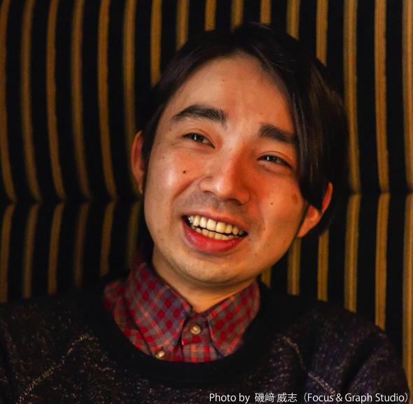 1983年生まれ。2009年に監督、脚本、主演を務めた『今、僕は』を全国公開。2011年に真利子哲也の映画『NINIFUMI』の脚本を執筆。2015年、監督、脚本、製作をした『蜃気楼の舟』が世界七大映画祭に数えられるカルロヴィ・ヴァリ国際映画祭のフォーラム・オブ・インディペンデントコンペティションに正式出品される。『蜃気楼の舟』は2016年1月より、アップリンク配給により全国公開