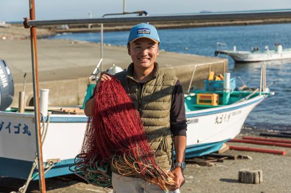 平山文敏さん。南伊豆町下流育ち。19歳から漁師を始める。2018年に南伊豆町南崎地区で伊勢海老漁や素潜り漁をしている若手漁師たちと株式会社「南崎漁師倶楽部」を設立。