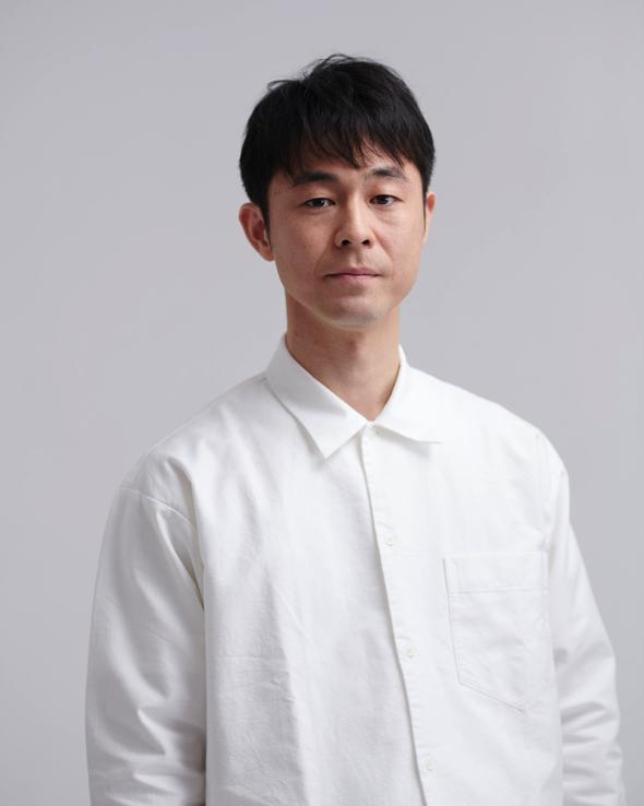 足立智充さん:1979 年、静岡県出身。映画、ドラマ、CM、舞台などで活躍中。主な近年の出演作は映画『万引き家族』(是枝裕和監督、18)、『最高の人生の見つけ方』(犬童一心監督、19)、『種をまく人』(竹内洋介監督、19)、テレビ『凪のお暇』(TBS)、『ひよっこ』(NHK)、『深夜食堂』(MBS)
