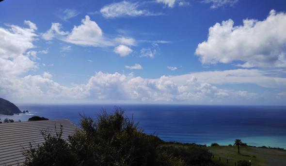 店内からの眺め。海を一望できます