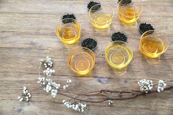 台湾フルーツの豊かな風味と烏龍茶のまろやかな味わいを融合したオリジナルフルーツティー。